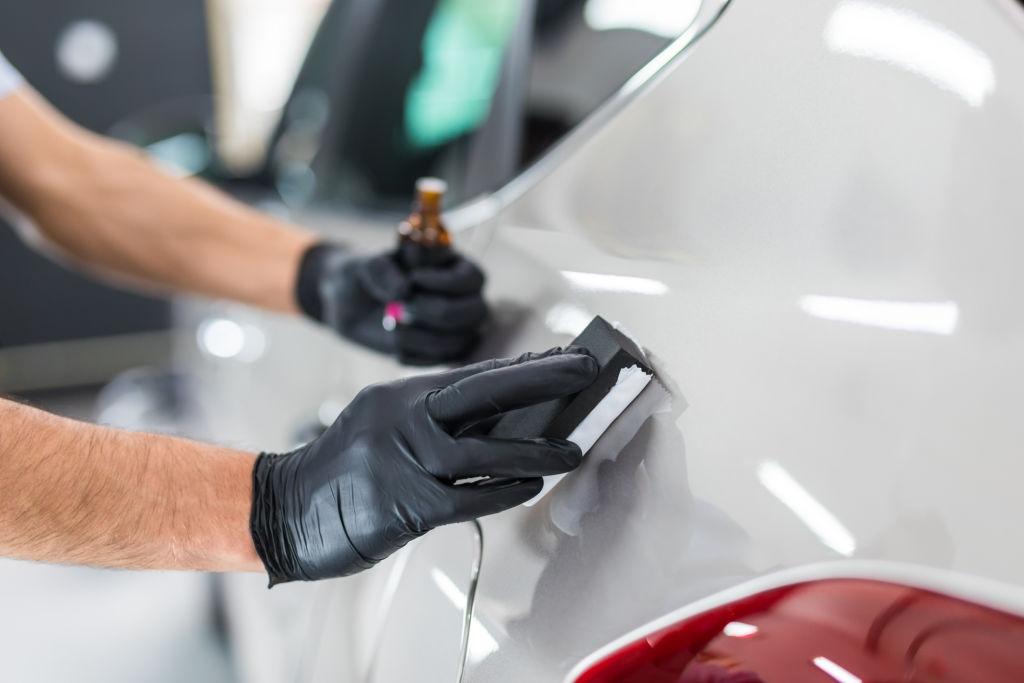 coating mobil merupakan salah satu perawatan mobil yang bisa menghasilkan efek daun talas
