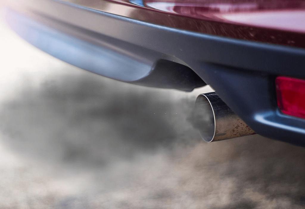 asap kendaraan pada mobil