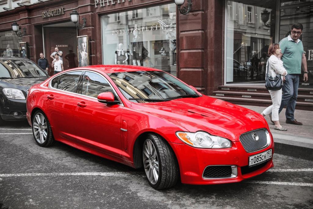 mobil sean merah