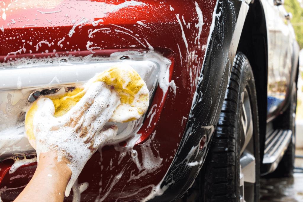 mobil yang sedang dicuci