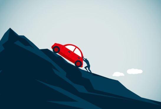 Cara mengemudi mobil manual di tanjakan